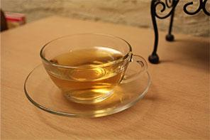 サービスの健康茶。(ジャスミンティー)